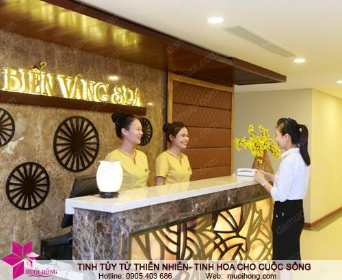 Lễ tân Jjim Jil Bang Biển Vàng spa