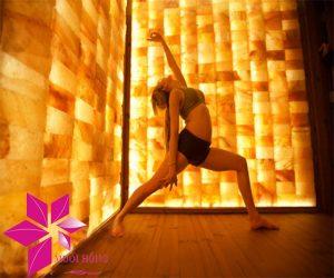 4 lợi ích tuyệt vời khi tập yoga nóng đá muối3